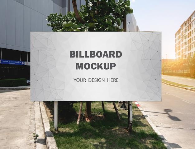 Commerciële billboard mockup-weergave buiten