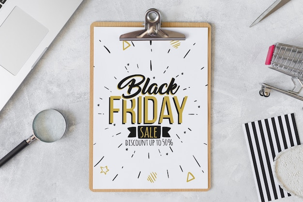 Composición de black friday con portapapeles