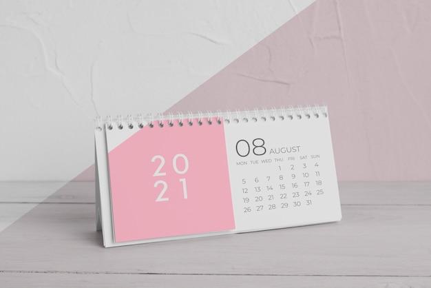 Composición creativa del calendario de maquetas