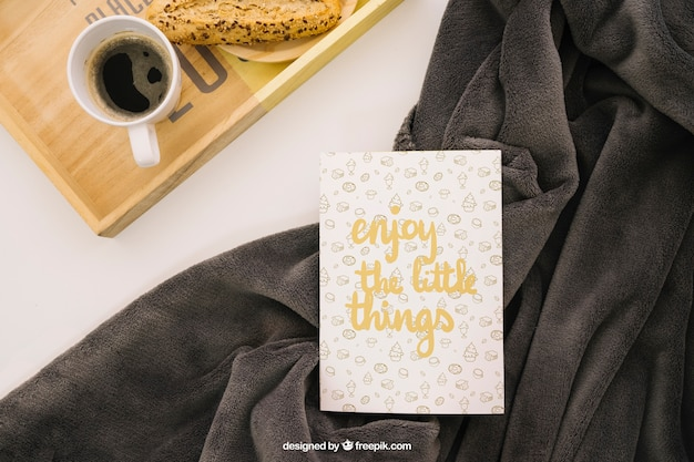 Composición de cubierta de libro con café