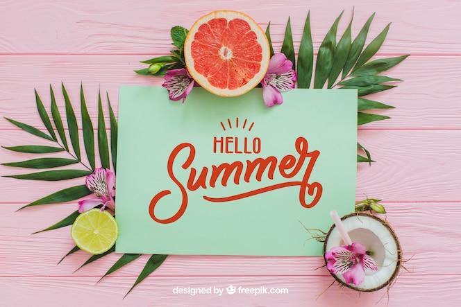 Composición de verano tropical con papel