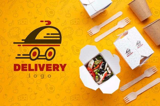 Composición de entrega de alimentos gratis con maqueta
