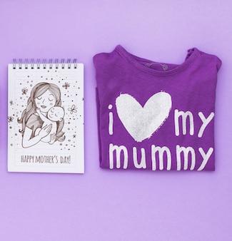 Composición flat lay del día de la madre con mockup de libreta