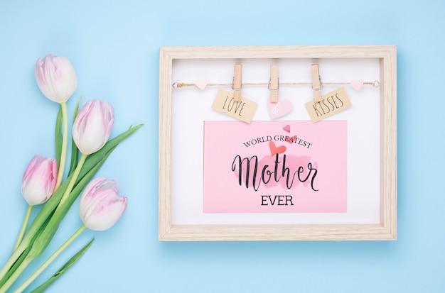 Composición flat lay del día de la madre con mockup de marco