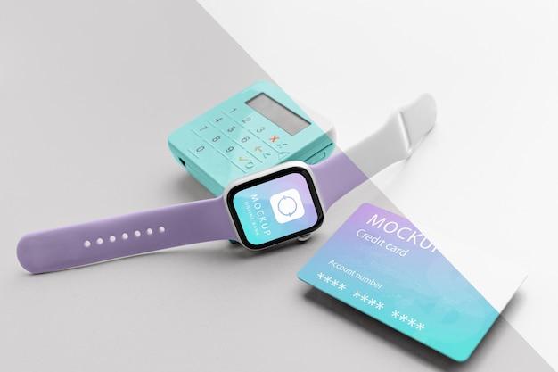 Composición con maqueta de aplicación de pago de teléfono inteligente