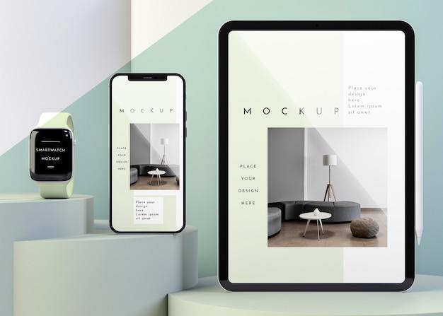 Composición con maqueta de dispositivos modernos.