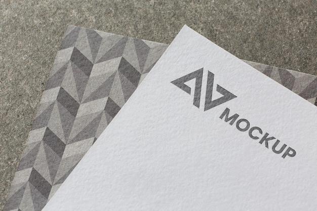 Composición de la maqueta de la marca en la tarjeta.