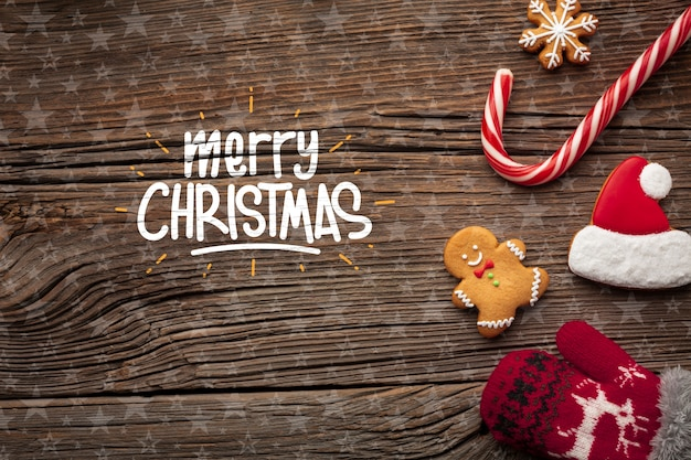Composición navideña con caramelos y gorro de santa