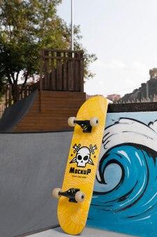 Compositie met mock-up skateboard