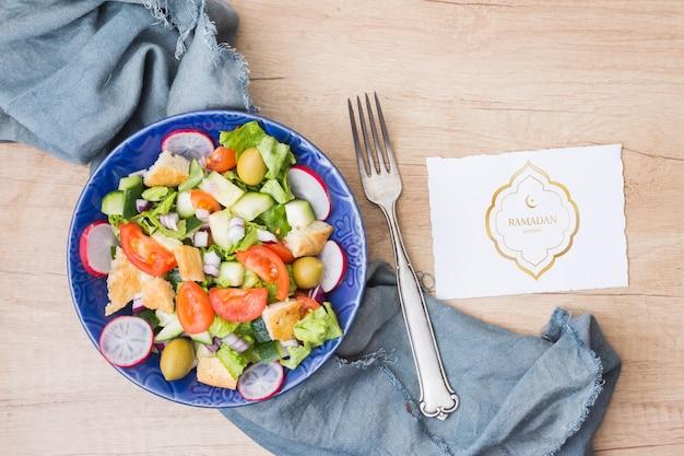 Composizione di ramadan piatto laici con il mockup di carte