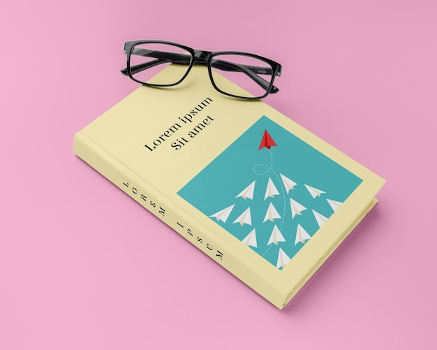Composizione mock-up copertina libro ad angolo alto