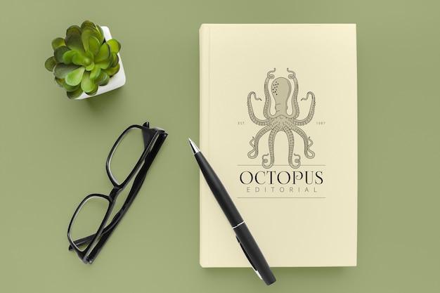 Composizione mock-up minimalista copertina del libro