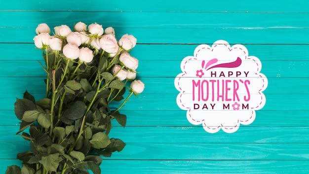 Composizione piana di giorno di madri con copyspace per logo
