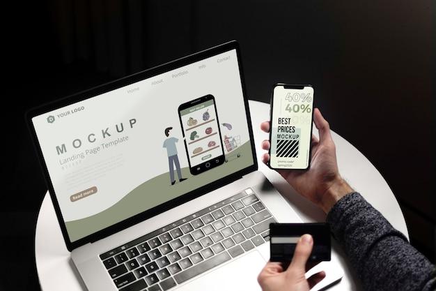 Comprar en línea en una computadora portátil y teléfono