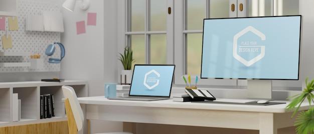 Computer en laptop met mockup-scherm