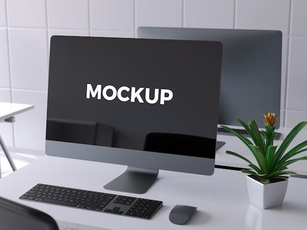 Computer op het bureau opbergen
