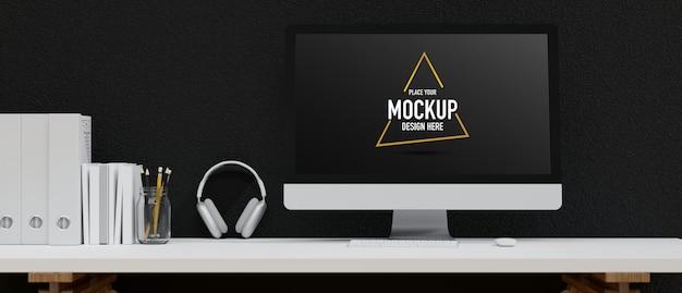 Computermodel leeg scherm draadloze hoofdtelefoon kantoorspullen op witte tafel zwarte cementmuur