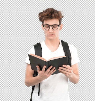 Concentrato giovane studente leggendo un libro