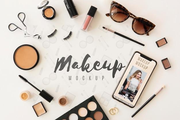 Concepto de belleza con maquillaje plano lay