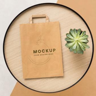 Concepto de bolsa de papel con maqueta