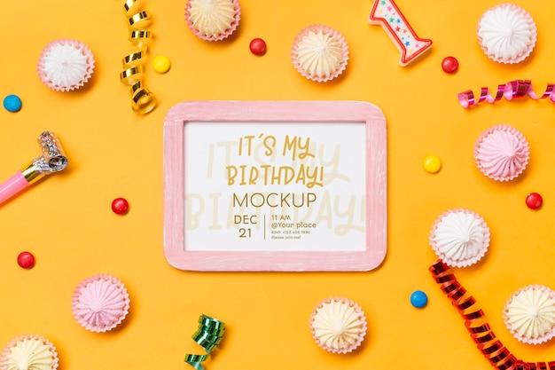 Concepto de cumpleaños de vista superior con confeti