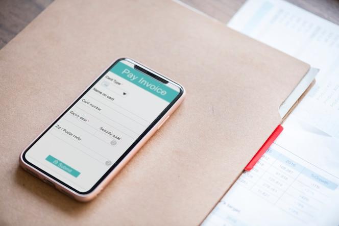 Concepto de pago en línea con teléfono inteligente