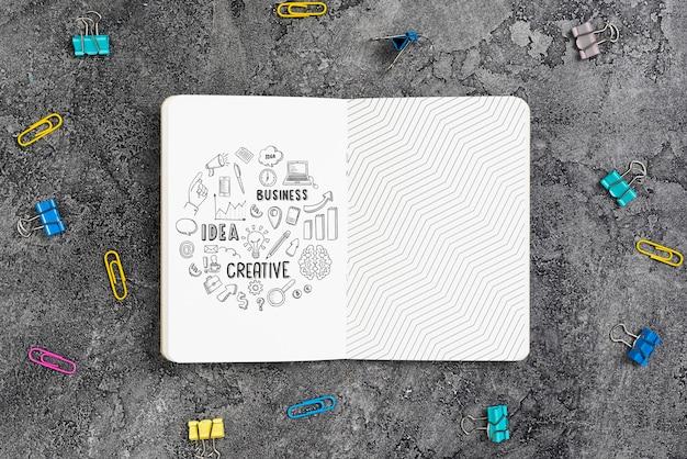 Concepto de escritorio con maqueta de agenda de oficina