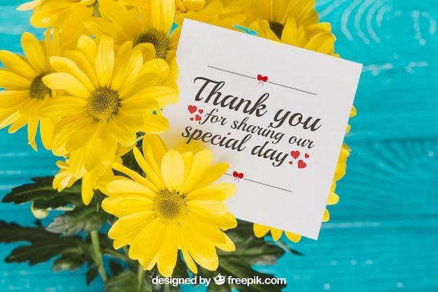 Concepto floral de tarjeta de agradecimiento