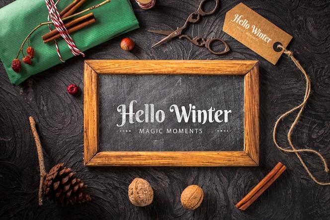 Concepto de invierno con maqueta de marco