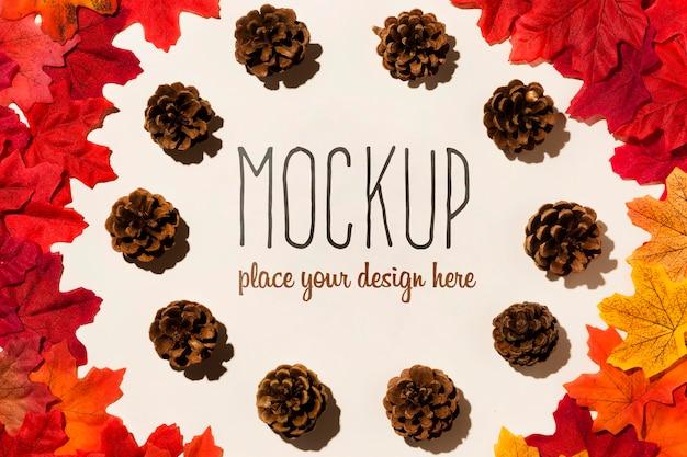 Concepto de maqueta de otoño con conos