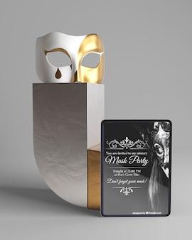 Concepto minimalista con maqueta de fiesta de máscara