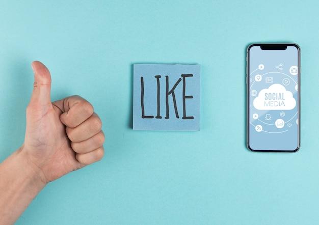 Concepto de redes sociales con hombre mostrando aprobación
