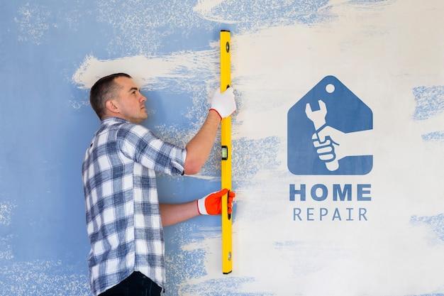 Concepto de reparación de hogar joven manitas