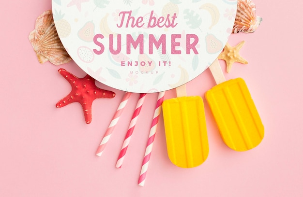 Concepto de verano con fondo rosa
