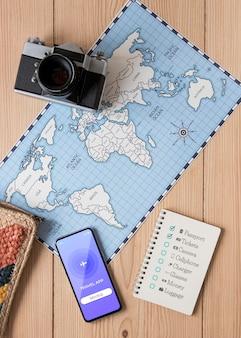 Concepto de viaje con maqueta de teléfono