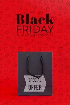 Concepto de viernes negro con fondo rojo