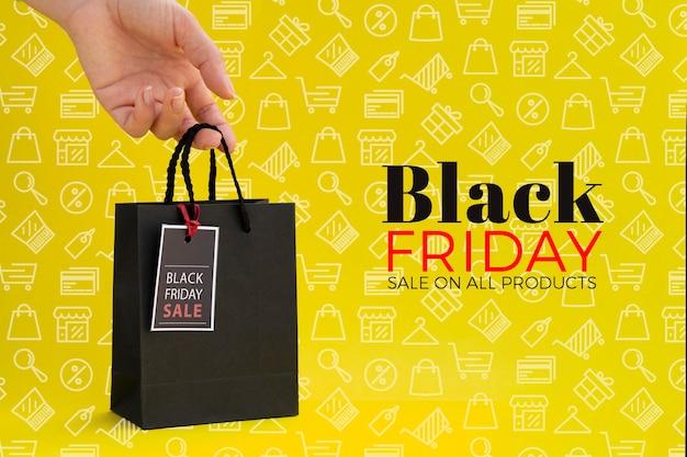 Concepto de viernes negro sobre fondo amarillo PSD gratuito