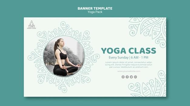 Concetto del modello dell'insegna del pacchetto di yoga