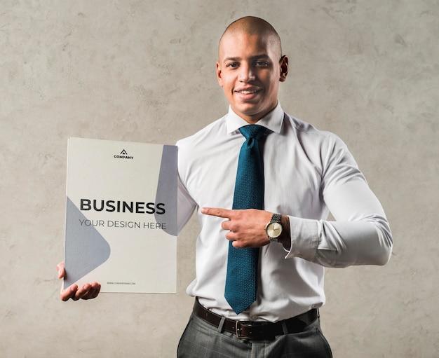 Concetto di affari con l'uomo di smiley