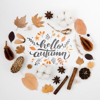 Concetto di autunno circondato da foglie secche