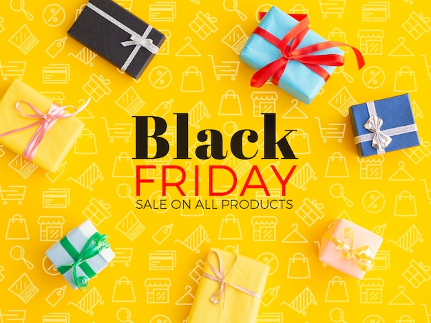 Concetto di black friday con i regali su fondo giallo