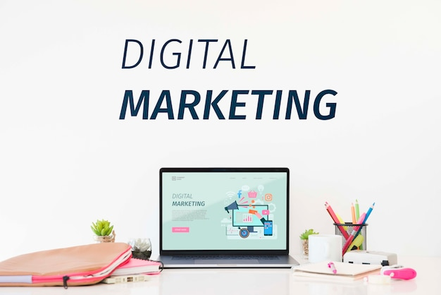 Concetto di digital marketing desk