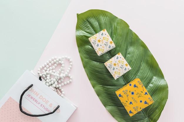Concetto di mockup di gioielli e packaging