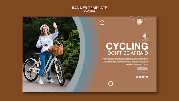 Concetto di modello di banner in bicicletta