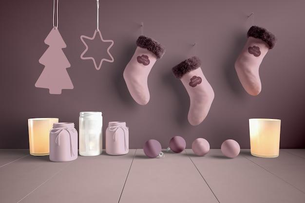 Conjunto de calcetines enganchados al lado de decoraciones