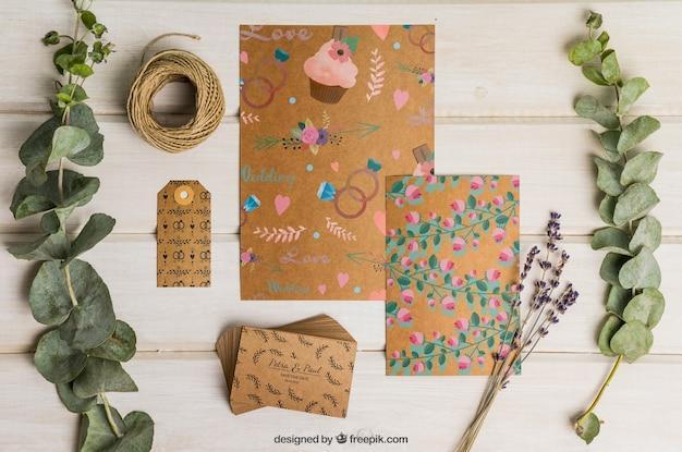 Conjunto de cartón para boda con decoración floral