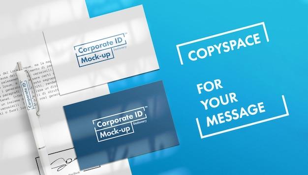 Conjunto de maquetas de papelería corporativa