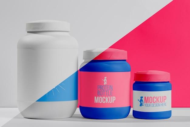 Conjunto rosa de píldoras y polvo de proteína fitness