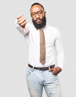 Cool uomo di colore con il pollice verso il basso