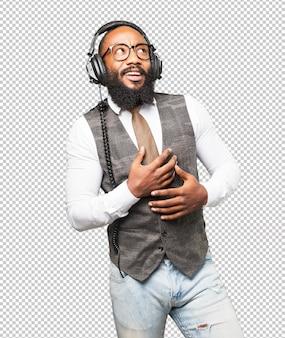 Coole zwarte man met een koptelefoon